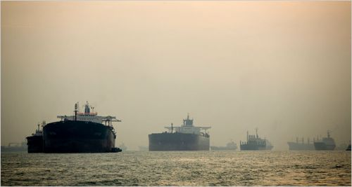 tankers_waiting_at_singapur
